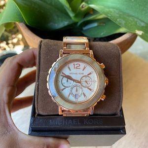 Michael Kors Watch ❤️❤️❤️NWT. It needs a battery